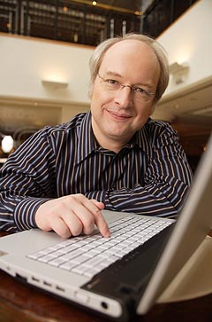 Photograph of Jakob Nielsen with a keyboard
