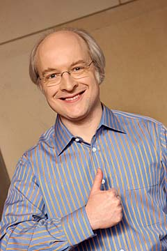 Photograph of Jakob Nielsen giving a thumbs up